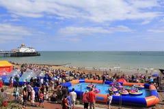 Playa real Eastbourne Inglaterra del desfile fotografía de archivo