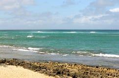 Playa remota en Oahu, Hawaii imagenes de archivo