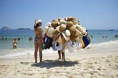Playa Rio de Janeiro Brazil de Ipanema del vendedor del sombrero Fotos de archivo