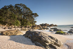 Playa rocosa Imágenes de archivo libres de regalías