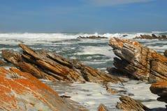 Playa rocosa del cabo Agulhas Foto de archivo