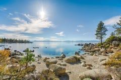Playa rocosa del lago Tahoe Imagenes de archivo