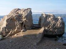 Playa rocosa en Croacia Imagen de archivo libre de regalías