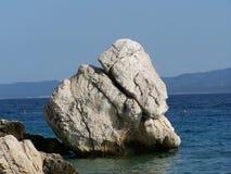 Playa rocosa en Croacia Imagenes de archivo