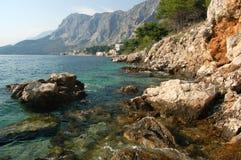Playa rocosa en Drasnice, Croatia Foto de archivo libre de regalías