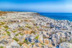 playa rocosa en el mar adriático Fotos de archivo libres de regalías