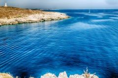 playa rocosa en el mar adriático Foto de archivo