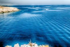 playa rocosa en el mar adriático Fotografía de archivo