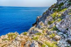 playa rocosa en el mar adriático Imagen de archivo