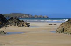 Playa rocosa en el Océano Atlántico, Francia imagen de archivo libre de regalías