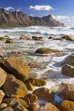 Playa rocosa en la bahía de Kogel en Suráfrica imágenes de archivo libres de regalías