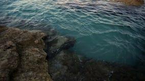 Playa rocosa Grecia almacen de video