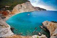 Playa rocosa, Grecia Imagenes de archivo
