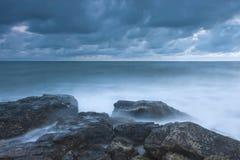 Playa rocosa hermosa del mar Imagen de archivo libre de regalías