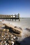 Playa rocosa tranquila en Seaford en la sol Foto de archivo libre de regalías