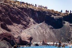 Playa roja hermosa en la isla griega de Santorini Imagenes de archivo