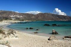 Playa rosada de la arena - Elafonis, Creta Fotos de archivo libres de regalías