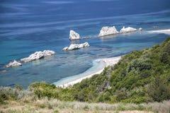 Playa salvaje cerca de la ciudad de Preveza foto de archivo libre de regalías