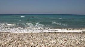 Playa salvaje de los guijarros almacen de metraje de vídeo