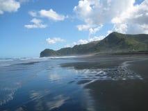 Playa salvaje de Piha Foto de archivo libre de regalías