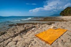 Playa salvaje del mar adriático. Croatia, isla de Losinj Imagenes de archivo