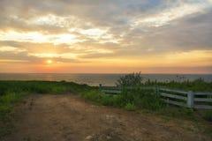 Playa salvaje en el amanecer Fotos de archivo