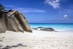 Playa salvaje en Seychelles Imagen de archivo libre de regalías