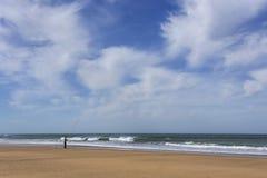 Playa salvaje típica en Tánger Imagen de archivo