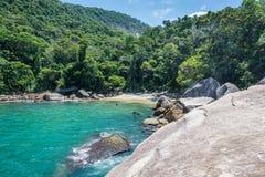 Playa secreta única en la grande isla tropical de Ilha Riod hace a Jane Fotos de archivo libres de regalías