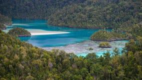 Playa secreta en la selva Imagenes de archivo