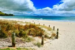 Playa serena, Mt Manganui, bahía de la abundancia nuevo Zeala imágenes de archivo libres de regalías
