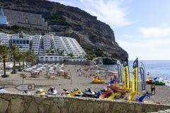 Playa soleada en Taurito Imágenes de archivo libres de regalías