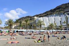 Playa soleada en Taurito Foto de archivo libre de regalías