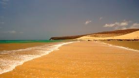 Playa Sotavento - rein, wilder Strand in Fuerteventura, Kanarische Inseln, Spanien stockfotografie