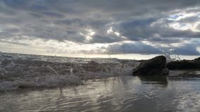 Playa-Strand bewegt Olas-Himmel Cielo wellenartig Stockfoto