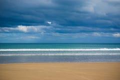 Playa tempestuosa imágenes de archivo libres de regalías
