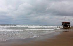 Playa tempestuosa foto de archivo libre de regalías