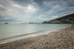 Playa tempestuosa Budva Fotografía de archivo