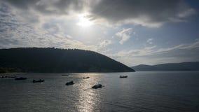 Playa Timelapse de Desimi con los barcos ancored almacen de metraje de vídeo