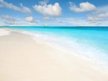 Playa tropical agradable Fotos de archivo libres de regalías