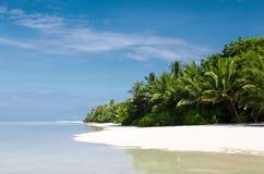 Playa tropical agradable de la isla Foto de archivo libre de regalías