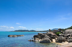 Playa tropical, barcos del longtail, mar de Andaman, Tailandia Imagen de archivo