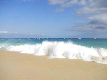 Playa tropical con la arena blanca en África Fotografía de archivo