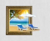 Playa tropical con la silla en la arena y la palmera en marco con 3d Foto de archivo libre de regalías