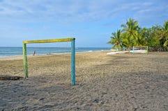 Playa tropical con meta del fútbol Imagen de archivo libre de regalías