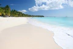 Playa tropical de la arena, océano imagen de archivo libre de regalías