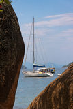 Playa tropical de la bahía de Paraty Imagenes de archivo