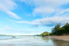 Playa tropical de la costa costa baja ancha tropical del registro Fotos de archivo libres de regalías