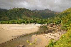 Playa tropical de la isla - Ilhabela, el Brasil Fotos de archivo libres de regalías