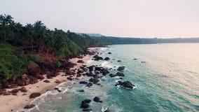 Playa tropical de la visión aérea en la India, Goa almacen de video